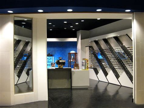 custom  sunglass warehouse retail environment