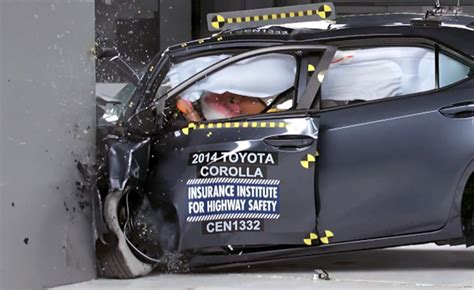 crash test siege auto 2014 2014 toyota corolla earns quot marginal quot rating in tough