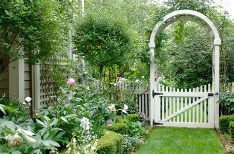 cottage fencing ideas cottage garden fence ideas