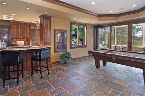 классический интерьер дома с использованием дорогих