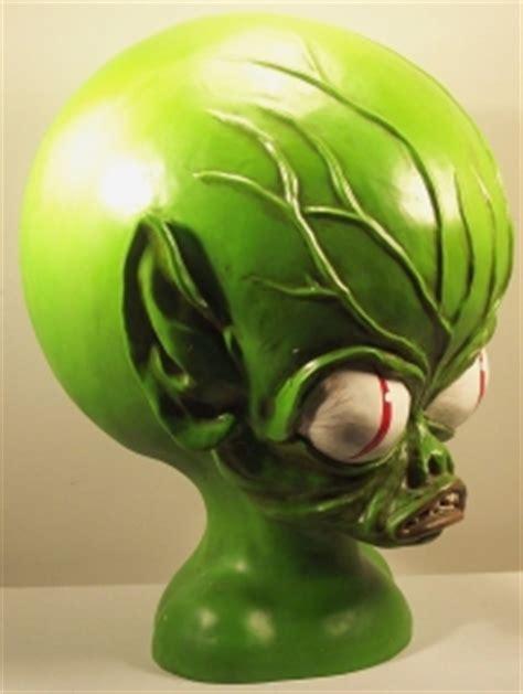 invasion   saucer men alien head bust hills wholesale gaming