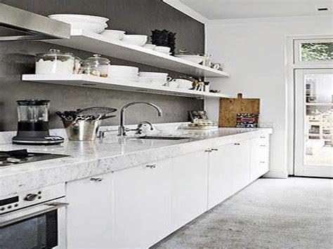 cuisine blanche et mur gris cuisine blanche 20 idées déco pour s 39 inspirer deco cool