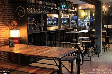 table bar rangement cuisine un bar à vins d 39 inspiration loft industriel edwige