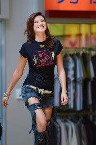 asia pageant contestants strut  runway  juzd streetwear clothing juzd