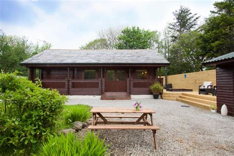 Forest Lodge With Tub by Gisburn Forest Lodge With Tub Has Balcony And