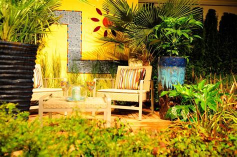 10 Yellow Garden Ideas : Walls, Furniture or Plants