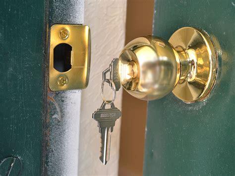 replace  door knob diy  pictures