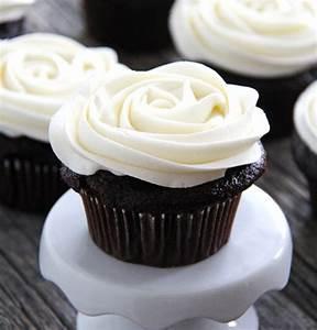 Marshmallow Vanilla Buttercream Frosting - A Pretty Life