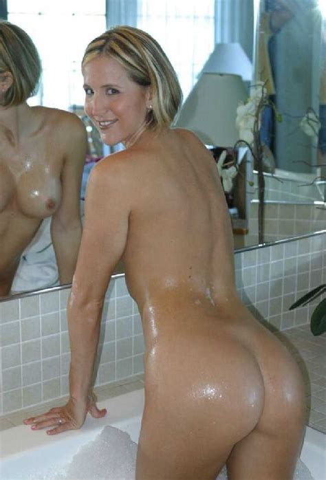 busty mom amateur nude