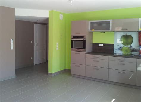 peinture pour placard de cuisine cuisine peindre cuisine formica avant renovation with
