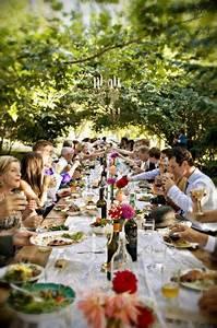 Tafel Für Draußen : eine bunte lange tafel zum dinieren und feiern bei einem sch nen wetter gibt es doch nichts ~ Markanthonyermac.com Haus und Dekorationen