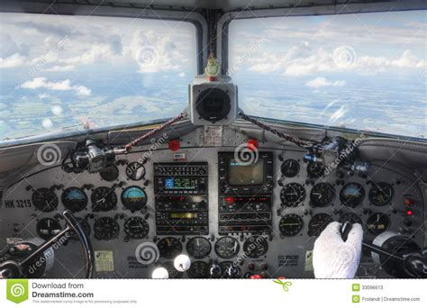 opini 243 n de aviones tablero de instrumentos de la carlinga dc3 de archivo