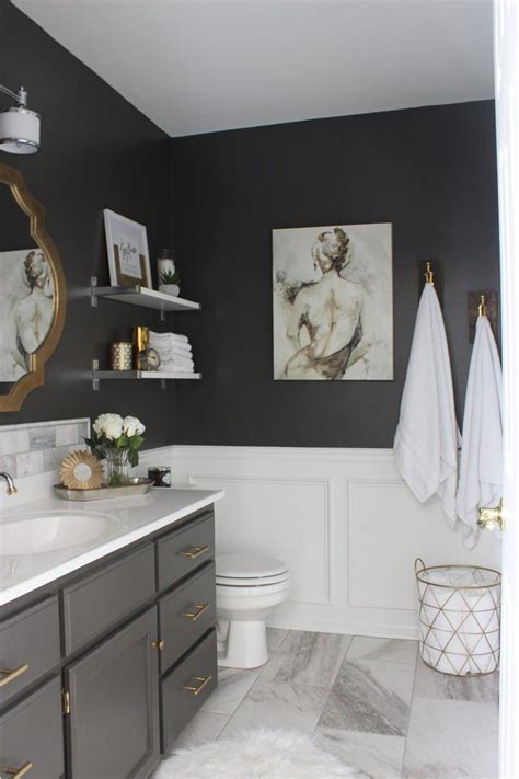 But what about decorating the bathroom wall with artwork ? 23 Ideas for Beautiful Gray Bathrooms