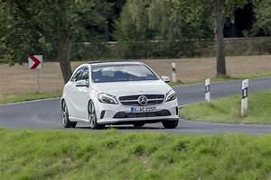 Mercedes Classe A 180 Essence : essai mercedes classe a restyl e 2015 le commerce et la gloire l 39 argus ~ Gottalentnigeria.com Avis de Voitures