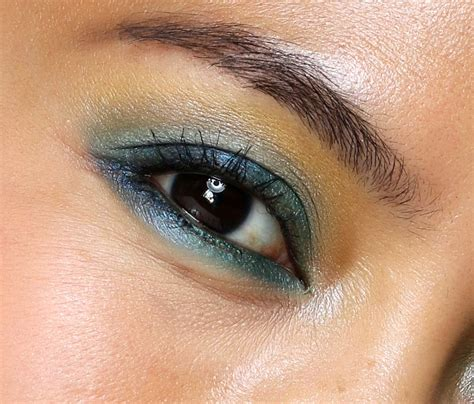 mac eye shadow    tropic cool times  makeup  beauty blog