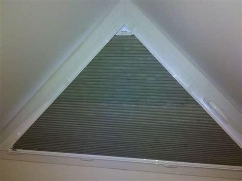 stores occultants pour fenetres outeau fen 234 tres triangulaires store chambre