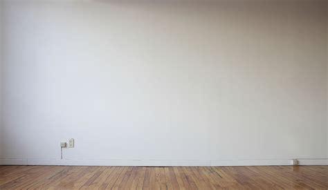 gray living tendência de decoração gallery wall papo mini saia