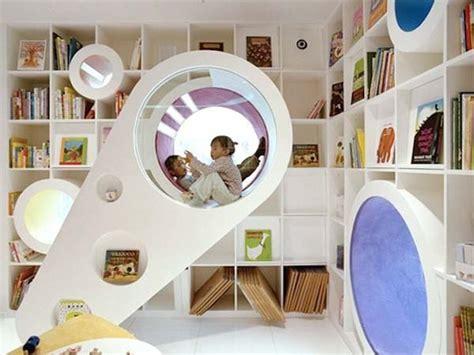 8 Ideen Fuer Runde Bett Im Schlafzimmerminimalistischen Weissen Runde Betten wandgestaltung kinderzimmer mit wei 223 en b 252 cherregal und