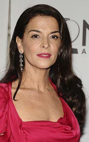 sopranos actress alleges   raped  weinstein
