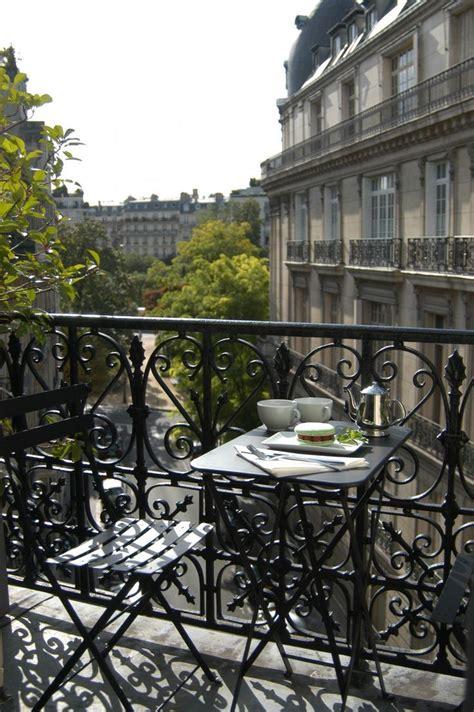 table chaise balcon balcon avec table et chaises bistro noir fermob