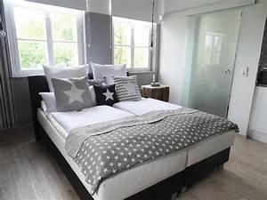 Bett Mit Kissen : ferienhaus loft in der alten schreinerei blaufelden firma vermietungsagentur hohenlohe frau ~ Yasmunasinghe.com Haus und Dekorationen