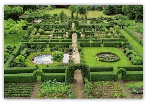 Französischer Garten Pflanzen by Der Formale Gartenteil Aus Der Vogelperspektive