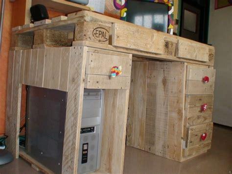 bureau palette bois meubles en palettes le bois recyclable pour votre confort