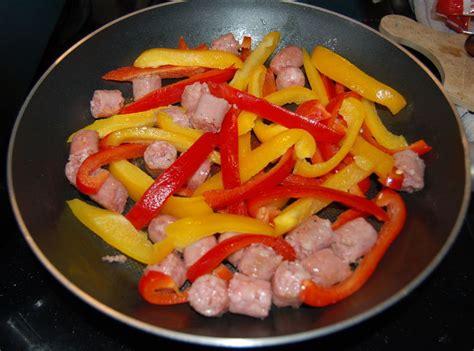 cuisiner chair à saucisse cuisiner des poivrons poivrons confits recette de