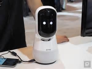 Se trata del mayor grupo empresarial surcoreano, con numerosas filiales que abarcan negocios como la electrónica de consumo, tecnología, finanzas, aseguradoras. Samsung tiene un simpático robot asistente que está listo para recibir ordenes en el hogar