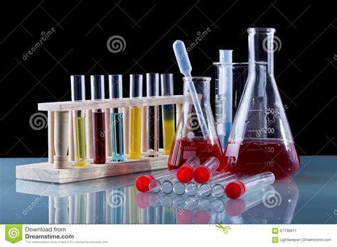 la chimie en cuisine ustensiles de classe de chimie sur la table en verre image stock image du science éducation