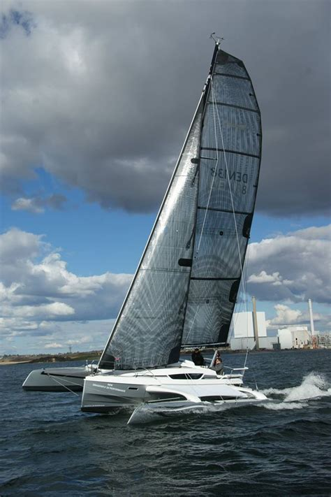 Trimaran Upwind Performance by Dragonfly 28 Trimaran A Fast Trailerable Multihull Yacht