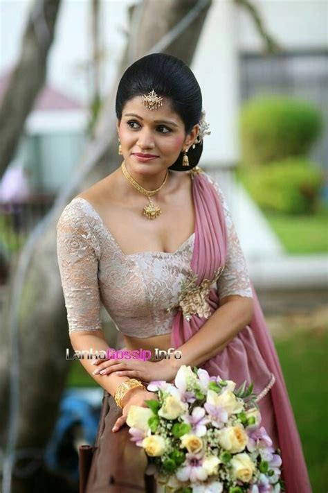 sri lankan bridesmaid kandyan saree sri lankan sinhala