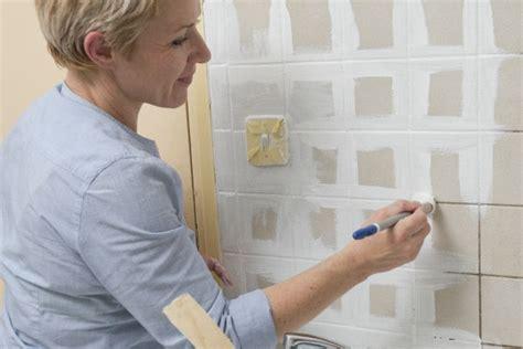 peindre faience cuisine comment repeindre le carrelage de la cuisine bricobistro
