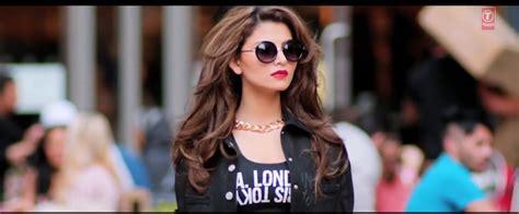 Get Urvashi Rautela's 'love Dose' Makeup Look!