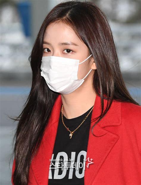 blackpink jisoos beauty shines    mask