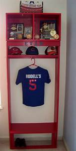 Baseball Display Shelf - WoodWorking Projects & Plans