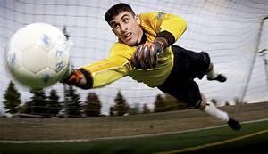 File:Soccer goalkeeper.jpg - Wikimedia Commons