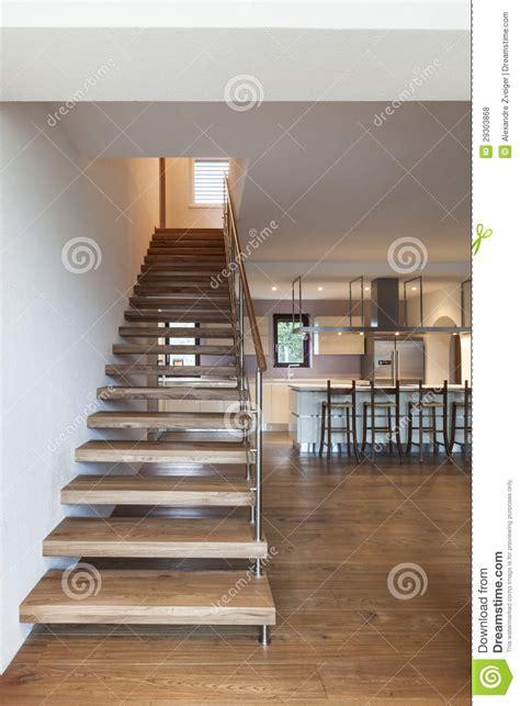 grenier moderne vue d escalier photos libres de droits image 29303868
