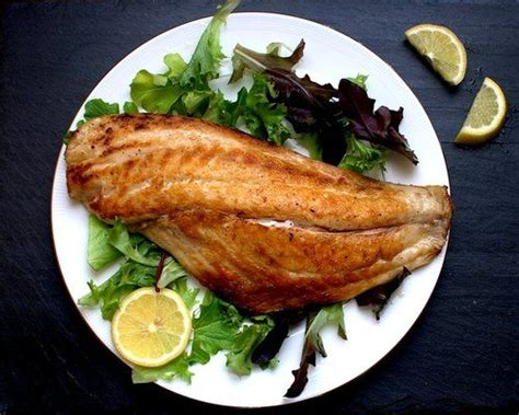 how to pan fry fish crispy pan fried fish by foodswoon fish food pinterest