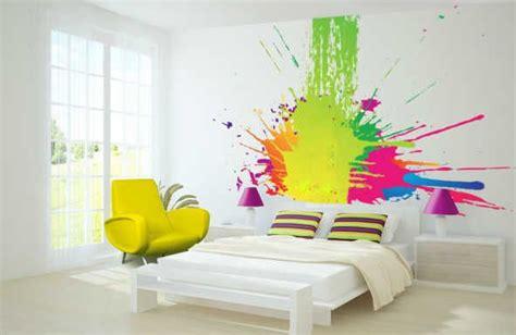 fresque murale chambre b chambre flashy très colorée ambiance et urbaine