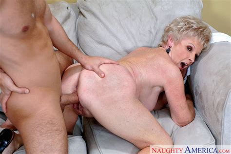 Mrs. Jewell & Andrew Andretti in My Friend's Hot Mom - Naughty America HD Porn Videos