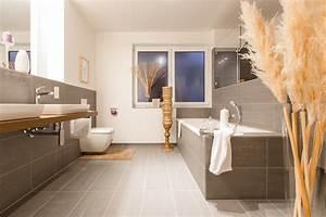 Fliesen Bad Ideen Modern : badezimmer fliesen braun creme ~ Bigdaddyawards.com Haus und Dekorationen