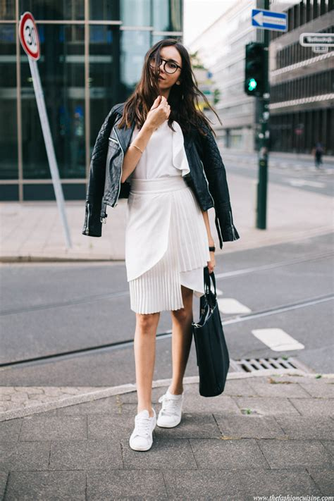 5 WHITE SNEAKERS YOU NEED | GET THE LOOK | Glue Store