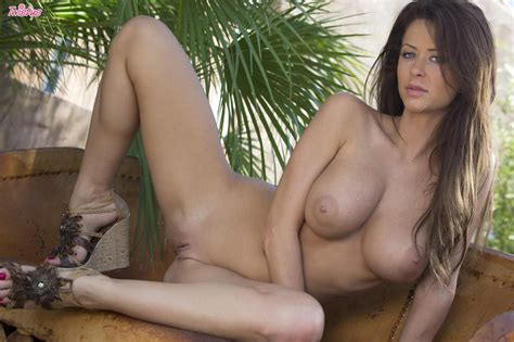 Amazingly Hot Emily Addison Playing With Her Pussy Of
