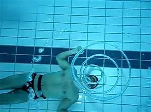 Rustine Piscine Sous L Eau : des bulles d 39 air dans une piscine ~ Farleysfitness.com Idées de Décoration