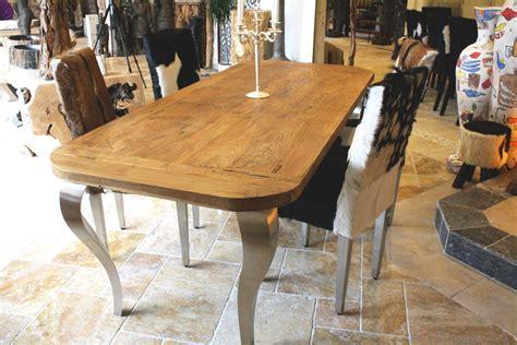 Esstisch Aus Recyceltem Holz Mit Tischbeinen Aus Edelstahl