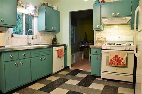 annie sloan chalk paint transform  kitchen