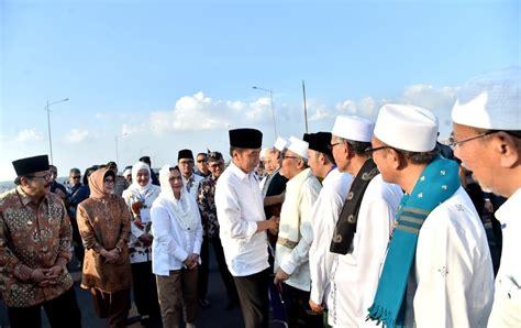 Padang ciamik march 30, 2021. Bebaskan Tarif Tol Suramadu, Presiden Jokowi: Demi ...