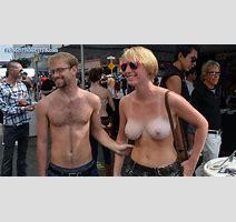 Flashing Tits In Public Girls Tit Flash Pics Flashthosetits Com