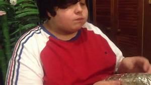 Fat kid Eats pizza and garlic bread 1 - YouTube